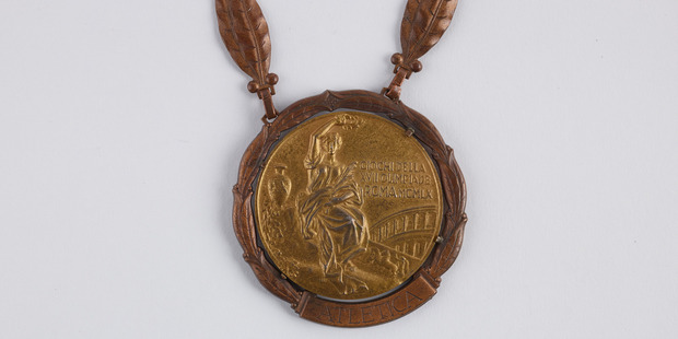 Peter Snell's gold medal from the Rome Olympics, donated to Te Papa. Photo / Te Papa Tongarewa