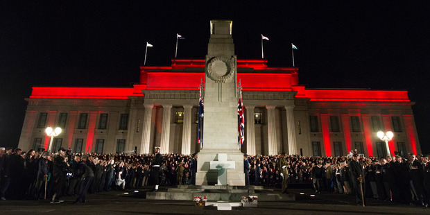 Crowds gather at the Anzac Day dawn service at the Auckland War Memorial Museum. Photo / Jason Oxenham.