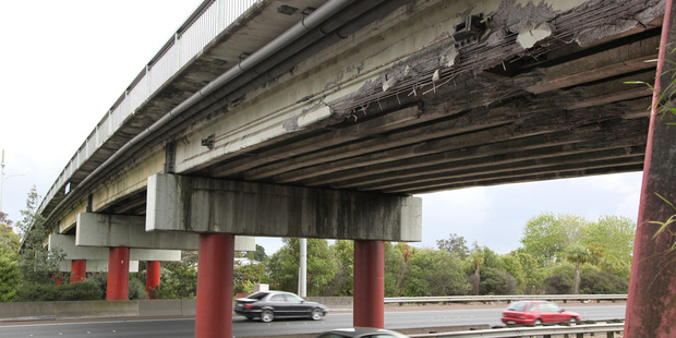 The overbridge on Orams Road in Manurewa will be closed while another lane is added to the motorway. Photo / File
