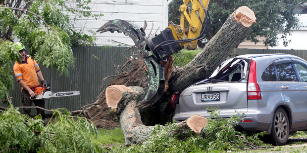 Hundreds still without power after Cook