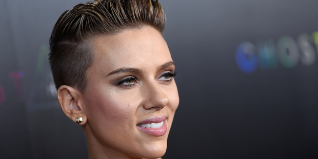 Loading 'Rough Night' star Scarlett Johansson invited her doppelgänger Geraldine to share a drink with her. Photo / AP