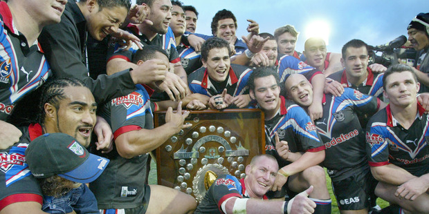 The New Zealand Warriors celebrate claiming the Minor Premiership trophy in 2002.