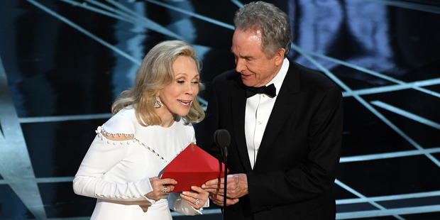 Loading Actors Faye Dunaway and Warren Beatty at the Oscars. Photo / Getty Images