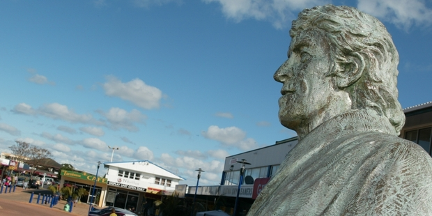 While there's a statue of Ed Hillary in Orewa, he should be pride of place in a more visitor-friendly location.