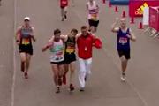 Watch: Touching moment at marathon