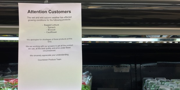 A letter apologising for shortages of several crops at Countdown Grey Lynn, Auckland. Photo/ Tess Nichol