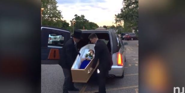 Teen shocks classmates by arriving to prom in coffin