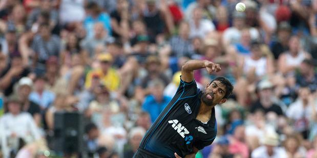 Black Caps bowler Ish Sodhi in action against Australia 2016. Photo/Alan Gibson