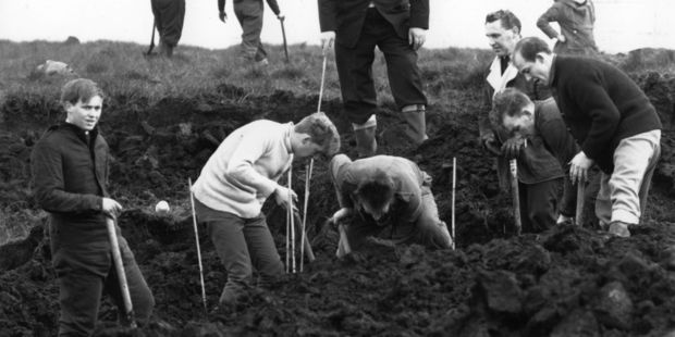 A search party looking for the victims of Ian Brady and Myra Hindley on Saddleworth Moor. Photo / Getty Images