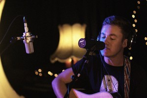 Mitch James covers Lorde