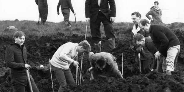 Policemen digging at the scene where the body of Moors murder victim Lesley Downey was found. Photo/Getty Images