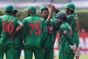 Bangladesh's Nasir Hossain, third right, celebrates bowling out New Zealand's Tom Latham. Photo / AP