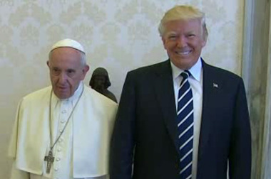 Pope Francis and Donald Trump posed for a photo.