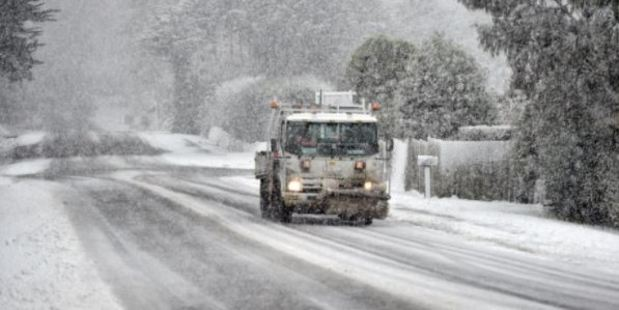 The Taieri Rd on Saturday morning. Photo / Peter McIntosh, Otago Daily Times