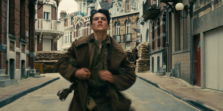 Based on the true story of the evacuation of Dunkirk, the film tells the story from three separate perspectives: Land, sea and air.
