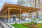 Samarkand, Uzbekistan: the wooden pavilion of siab dekhkhan bazaar, located next to the bibi-khanym mosque. Photo / 123RF