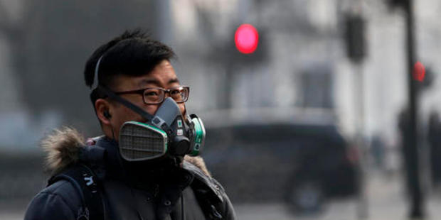 China's Meteorological Administration on Tuesday told local bureaus to 'immediately stop issuing smog alerts'. Photo / AP