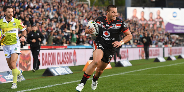 Tuimoala Lolohea scores a try for NZ Warriors against Wests Tigers. Photo/Photosport