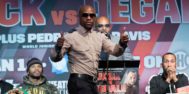 Retired boxer Floyd Mayweather Jr. has extended an invitation to Ronda Rousey. Photo / AP