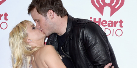 Actors Anna Faris (L) and Chris Pratt pose in the press room during the 2014 iHeartRadio Music Festival. Photo / Getty