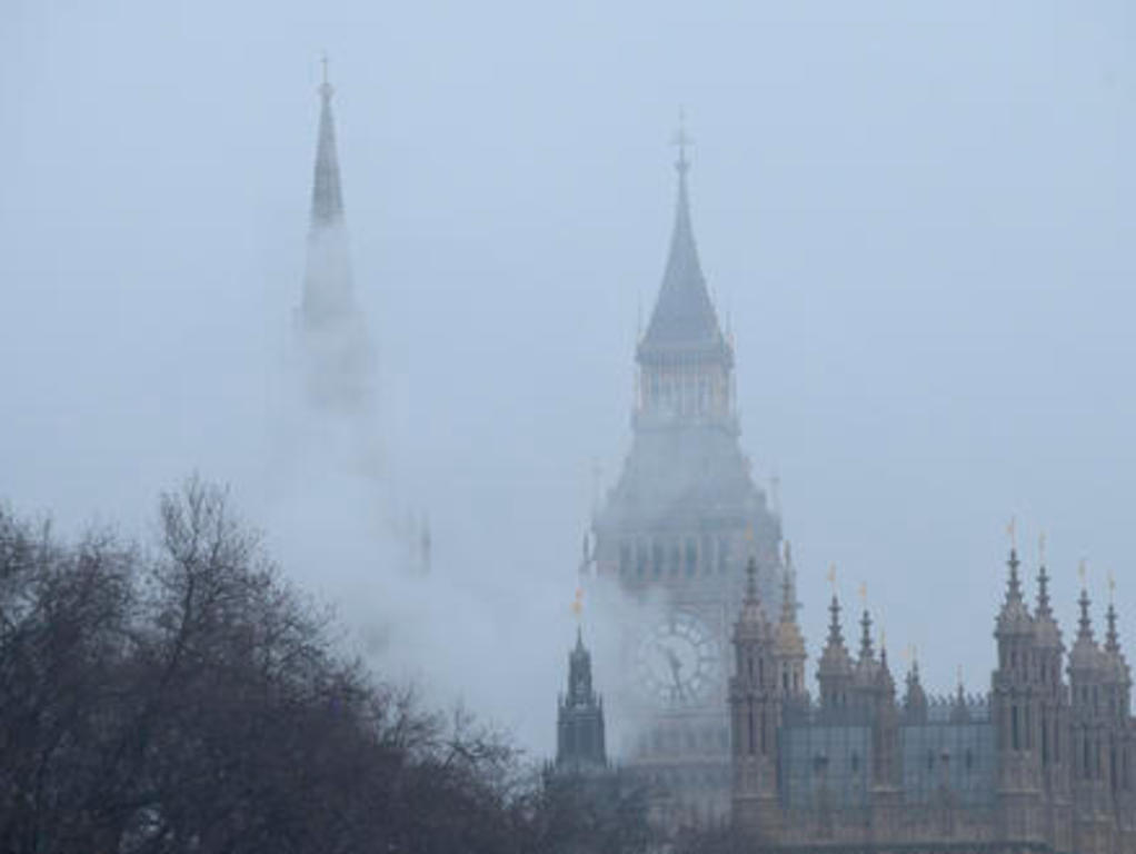 London air pollution 'very high' as heavy fog disrupts flights