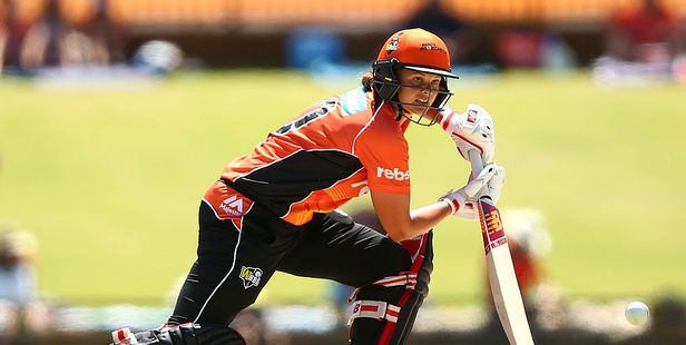 Suzie Bates of the Scorchers bats during the Women's Big Bash League match between the Perth Scorchers and the Brisbane Heat. Photo / Getty