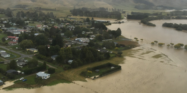 Loading Flooding around the Southland town of Waikaia. Photo / Mike Thom/High Country Helicopters