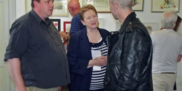 Stephen Anderson and his mother Helen at an art exhibition in 2014. Photograph/Herald on Sunday.