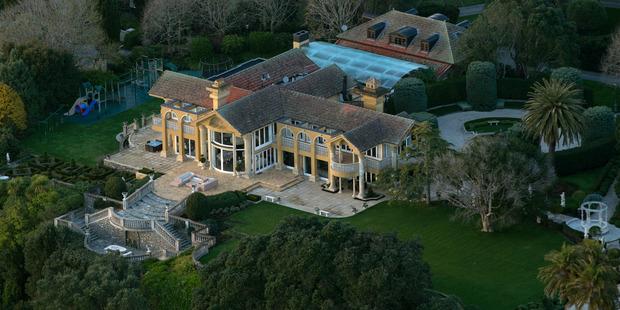 The clifftop mansion and grounds of New Zealand's richest man, billionaire businessman Graeme Hart, at 743 Riddell Rd in Glendowie. Photo / Brett Phibbs