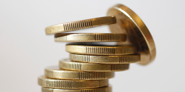 The kiwi dollar fell to US72.73 cents as at 5pm.