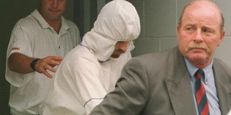Detective Sergeant Derek Webb (right) leads Raurimu gunman Stephen Anderson from court. New Zealand Herald file photograph.