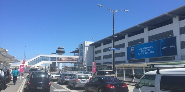 Auckland Airport traffic snarls have angered users over summer.  Photo / Grant Bradley