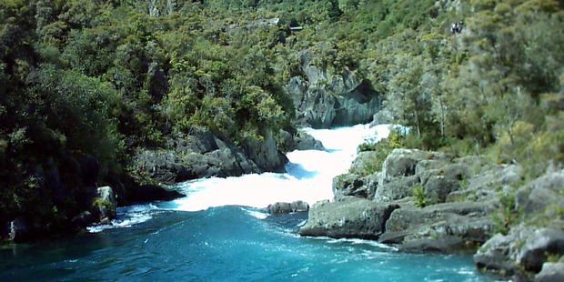 The Aratiatia rapids rise quickly when the dam floodgates open. Photo / Stephen Russell