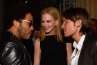 Nicole Kidman introduces her husband, Keith Urban, to her former fiance, Lenny Kravitz. Photo/Getty