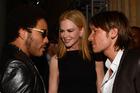 Nicole Kidman introduces her husband, Keith Urban, to her former fiance, Lenny Kravitz. Photo/Getty