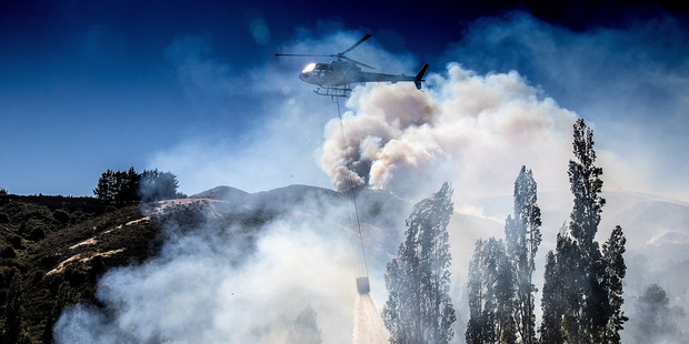 New Zealand wildfires see more than 1000 flee their homes