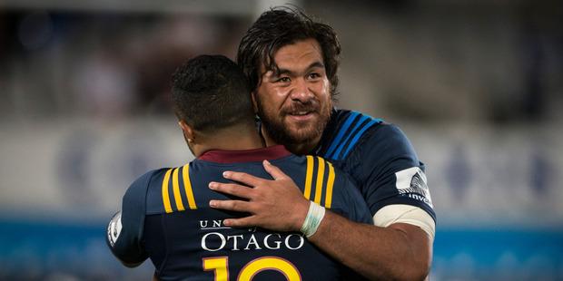 Blues no.8 Steven Luatua embraces Highlanders 1st5 Lima Sopoaga after the opening match of 2016 Super Rugby season. Photo / Jason Oxenham.