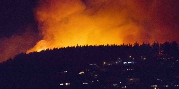 Christchurch fire forces 1000 people to flee their homes