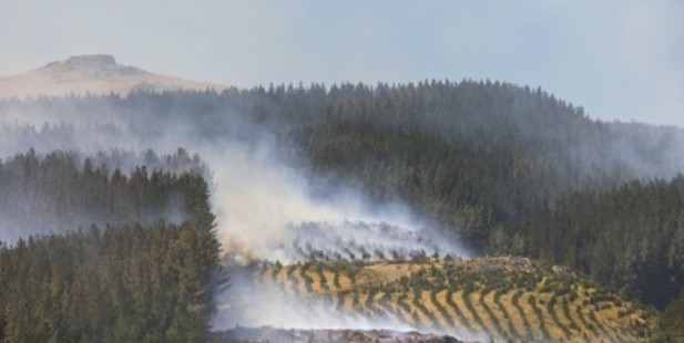 Civil Defence is working on plans to get evacuated residents back into their homes but are concerned by strong winds possibly fanning fresh wildfires.  Photo / Christchurch City Council