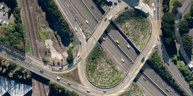 A crash on the Southern Motorway is causing delays even after it was cleared.
