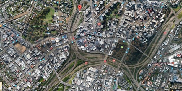 The truck has broken down in the link between Auckland's Southern and Northern Motorways.