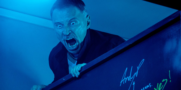 Loading Begbie (Robert Carlyle) raging over toilet cubicle in TriStar PicturesÕ T2: TRAINSPOTTING