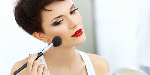 According to experts, there's five specific beauty tricks every lady can employ to instantly make themselves twice as attractive. Photo / 123RF