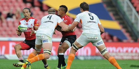 Courtnall Skosan and Elton Jantjies of Lions link up against the Cheetahs. Photo / Getty