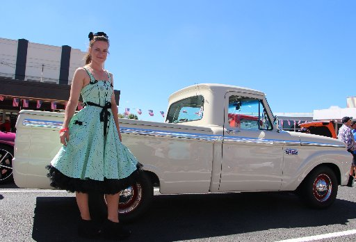 Samantha Scott was one of the many to get into the spirit of the day, dressing up in gorgeous 1950s style.