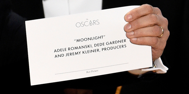 Jordan Horowitz holds up the envelope that reveals Moonlight as the true winner of the award for best picture at the Oscars. Photo/AP