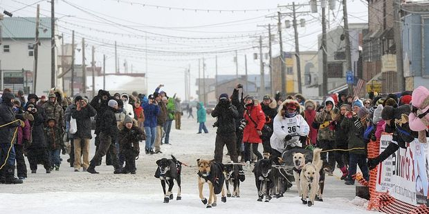 Fan-friendly event kicks off Iditarod race across Alaska