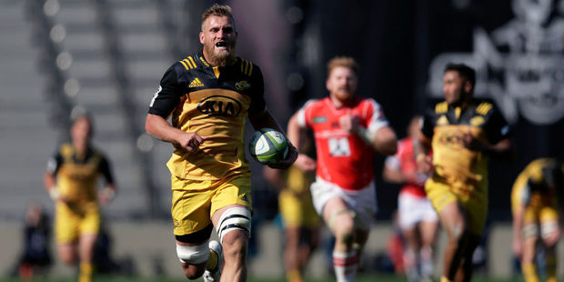 Brad Shields of the Hurricanes runs away to score a try. Photo / Getty