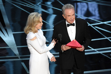 Faye Dunaway and Warren Beatty mistakenly announce La La Land as the best picture winner when it should have gone to Moonlight. Photo/Getty