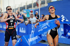 Andrea Hewitt wins the ITU World Triathlon Abu Dhabi in a sprint finish from Briton Jodie Stimpson. Photo / ITU